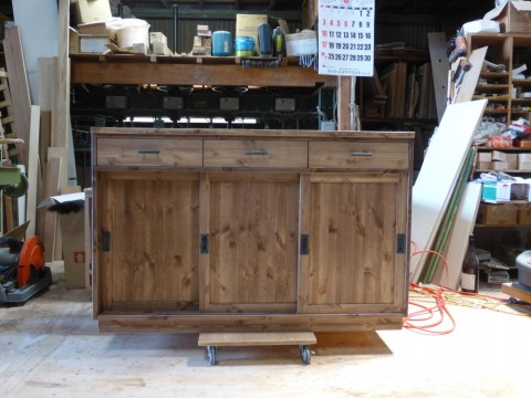 3枚引き違い戸の両面キッチンカウンター