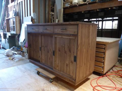 3枚引き違い戸の両面キッチンカウンター/斜めから