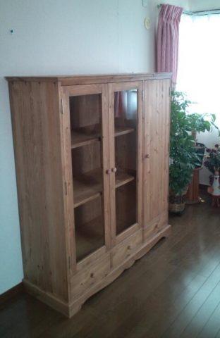 ガラス扉と木製扉の本棚/okamoku