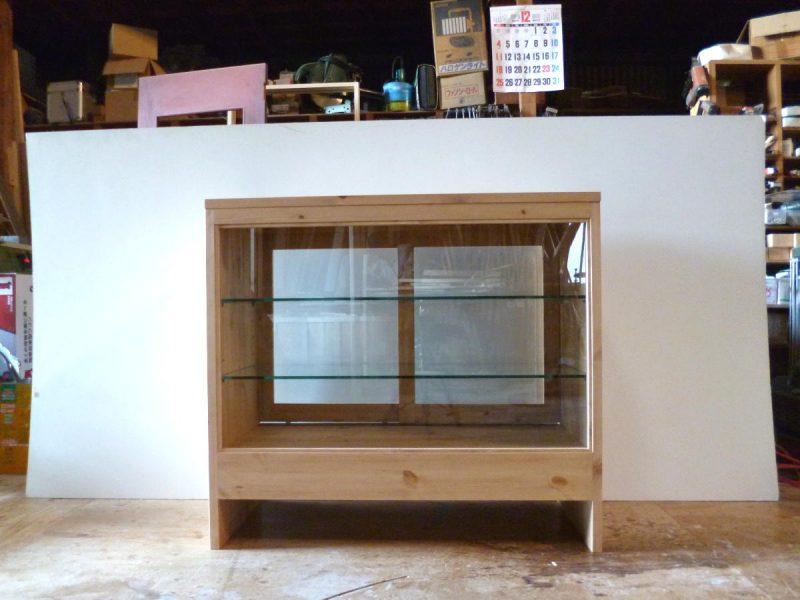 パン屋さんの対面ガラスケース(正面)