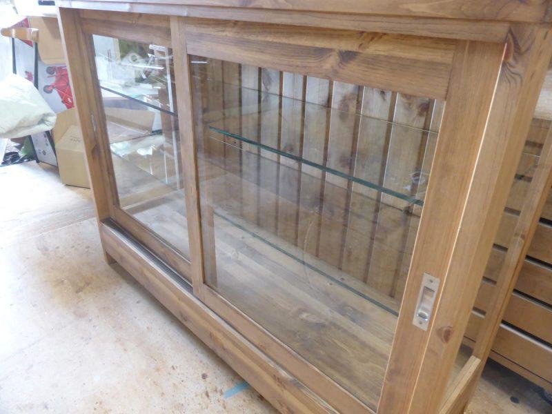 3面ガラスショーケース(木枠引き戸)