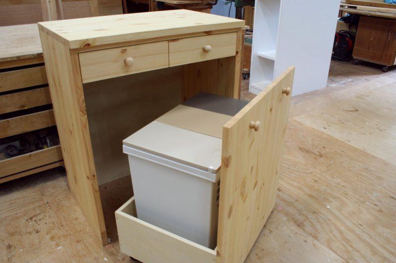 キッチンカップボード&ダストボックスカウンター