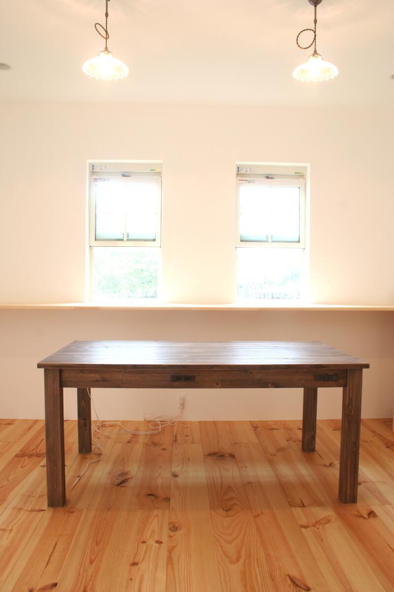 コンセント付きダイニングテーブル(正面)