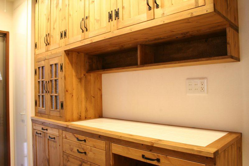 キッチン壁面収納・タイルトップ
