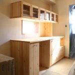 キッチンカウンターとキッチン吊り戸棚