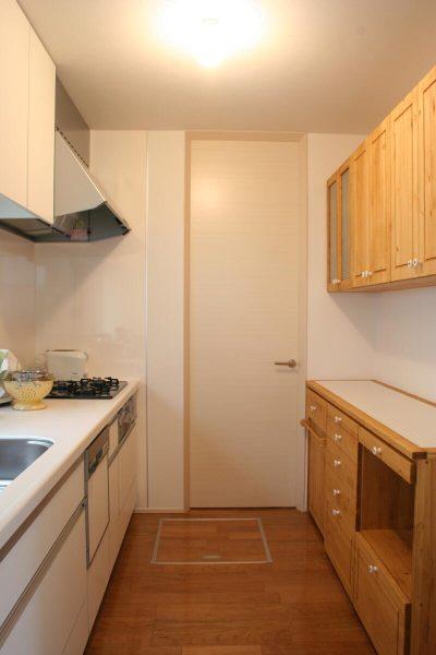 キッチンバックカウンター&吊り戸棚