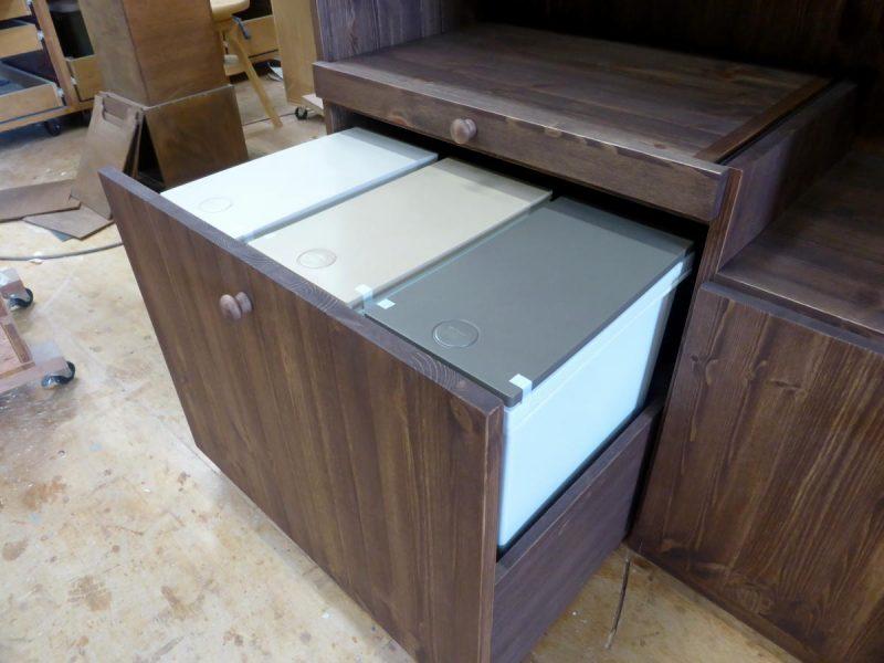 間仕切りキッチンカウンター(分別ダストボックス収納)