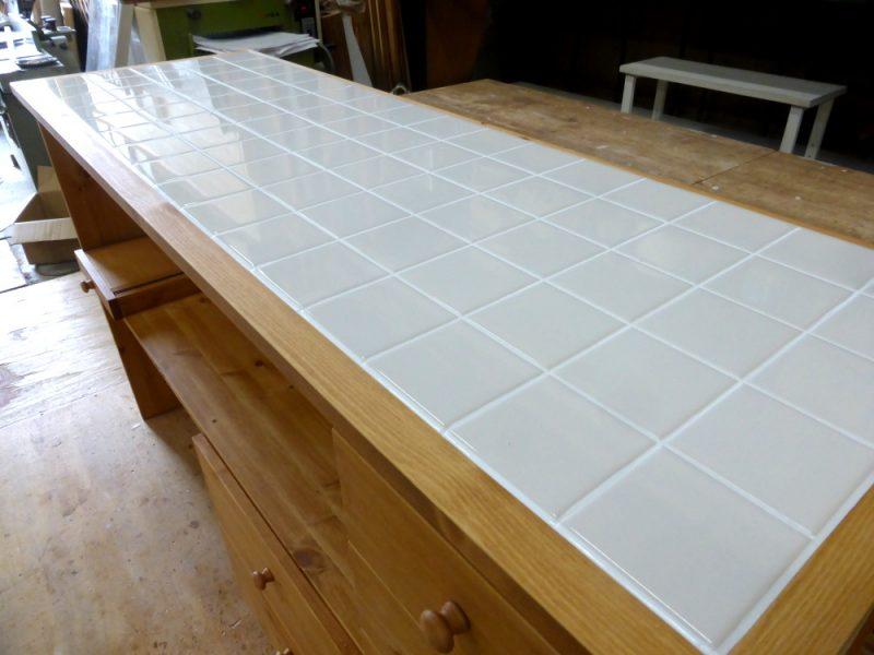 タイルトップのキッチンカウンター天板